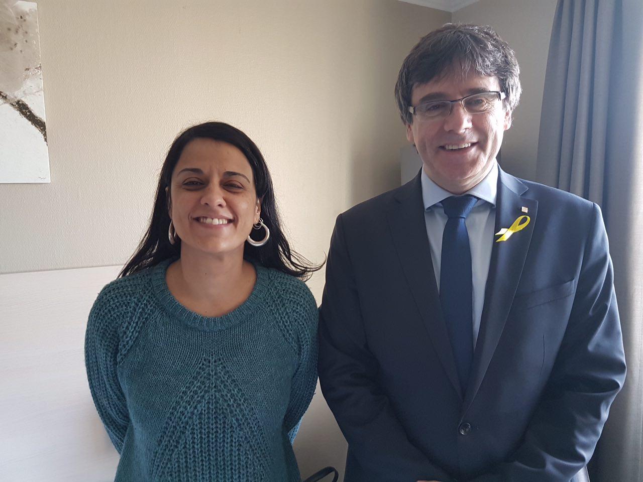 Puigdemont y Gabriel tendrían que recoger el acta en España para ser eurodiputados