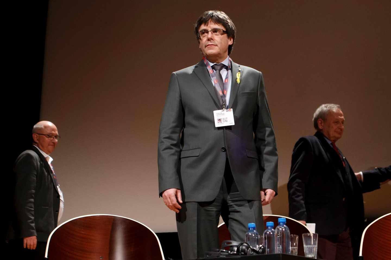 El ex presidente catalán Carles Puigdemont asiste a un debate en Ginebra, Suiza.