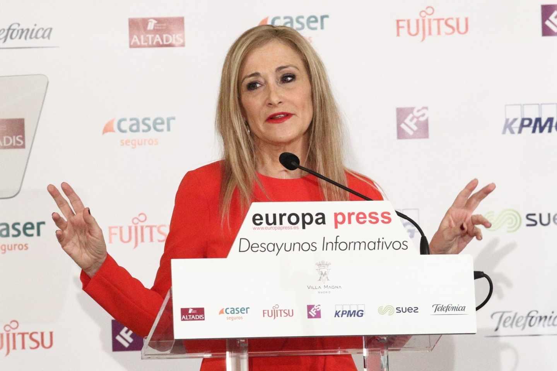 La presidenta de la Comunidad de Madrid, Cristina Cifuentes, en un desayuno informativo.