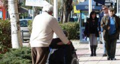 La desigual atención a la dependencia: en Ceuta tarda dos meses; en Canarias, dos años