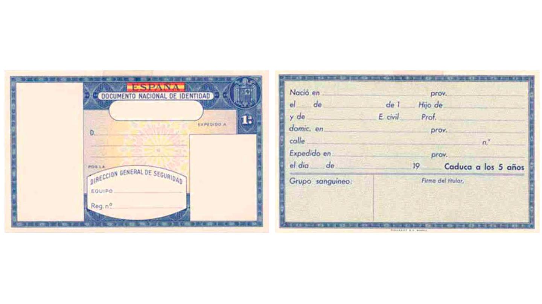 El tercer modelo de tarjeta, mantiene las mismas características que su predecesor, pero elimina la firma del Director.