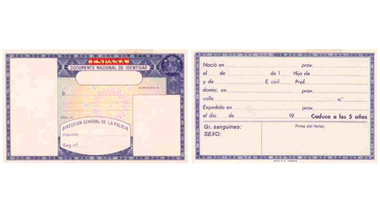 El cuarto modelo de tarjeta incorpora el escudo constitucional, eliminando las categorías económicas, y recuperando el dato del sexo que había desaparecido en 1962.