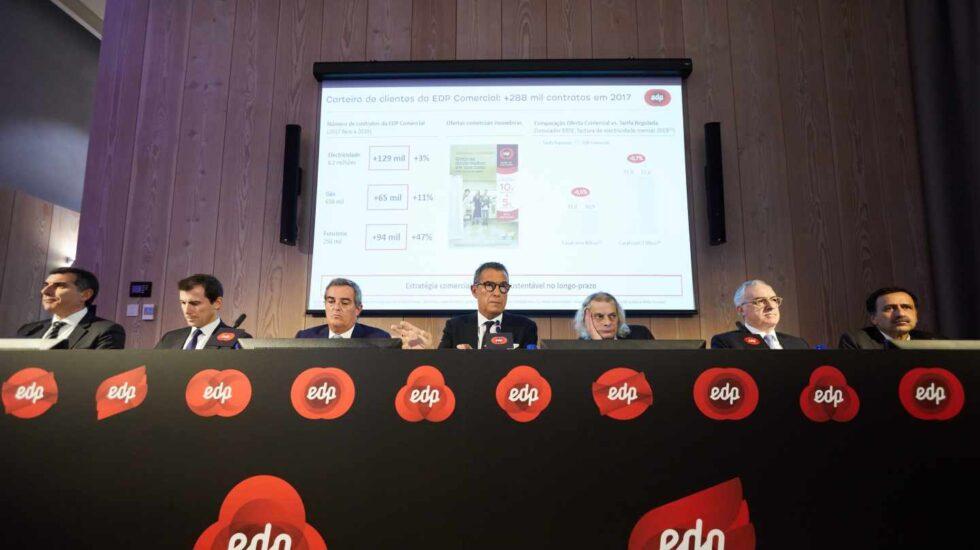 El presidente de EDP, Antonio Mexia, y la cúpula de la eléctrica portuguesa.