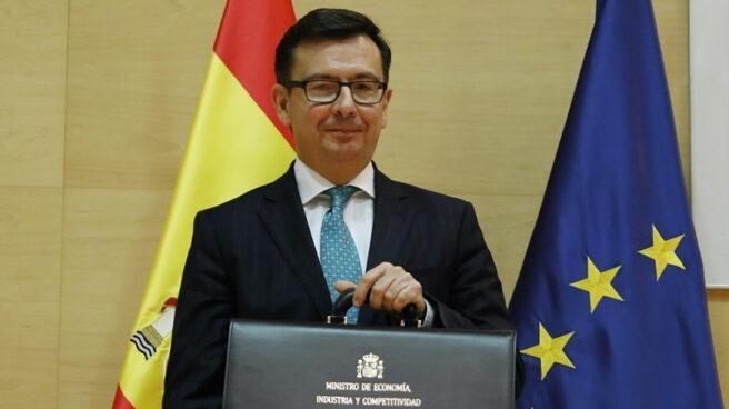 El nuevo ministro de Economía, Román Escolano, durante su toma de posesión.