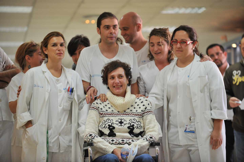 La enfermera Teresa Romero, la primera persona contagiada por ébola en España, con sus compañeros de la UAAN. A la derecha Vanesa Sánchez