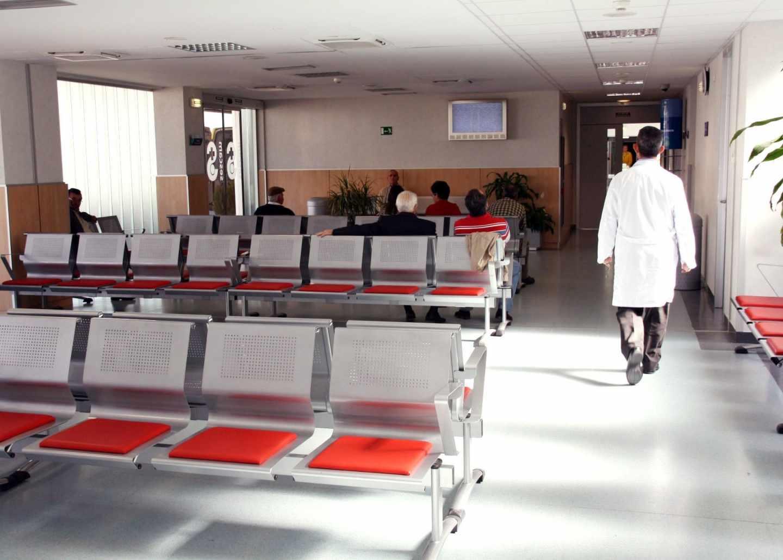 Amenazas, insultos y lesiones: radiografía de un año récord de agresiones a médicos en España.