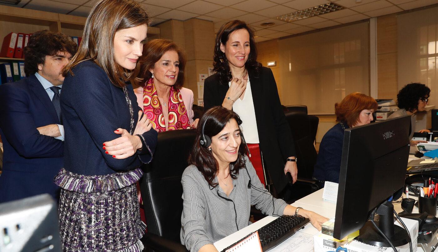 La Reina Letizia visita una fundación que cuida a personas en exclusión social y con discapacidad.
