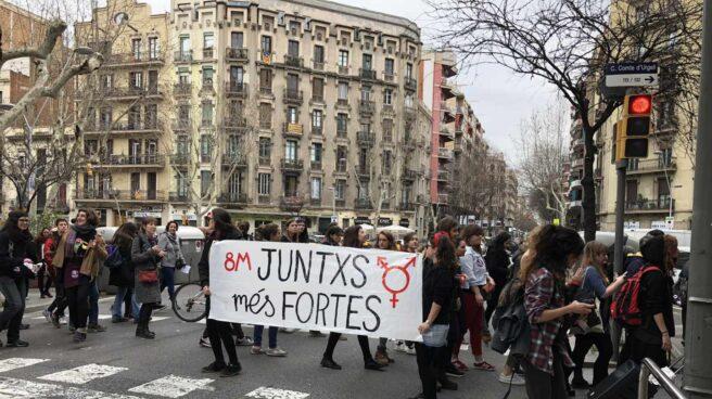 Manifestantes feministas en el centro de Barcelona.