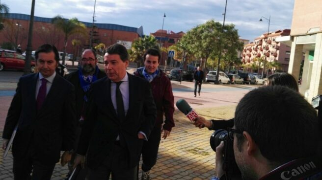 El ex presidente de la Comunidad de Madrid Ignacio González, dirigiéndose a los juzgados de Estepona (Málaga) en abril de 2016.
