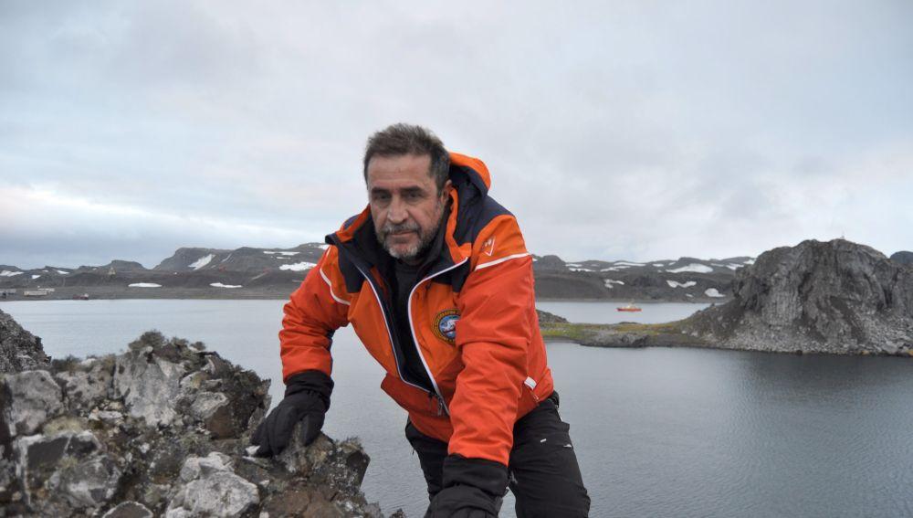 El capitán de fragata Javier Montojo, en una de las misiones oceanográficas.