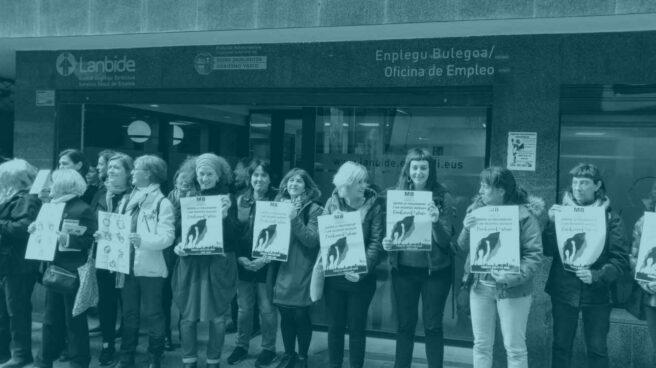 Protesta de mujeres ante Lanbide.