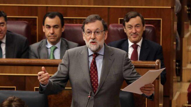 El presidente del Gobierno, Mariano Rajoy, interviene en la sesión de control del Congreso.