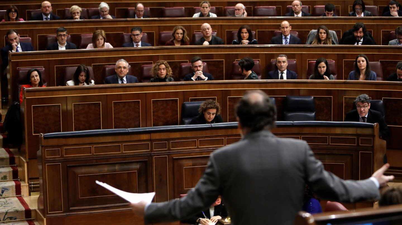 Mariano Rajoy se dirige a la bancada de la oposición.