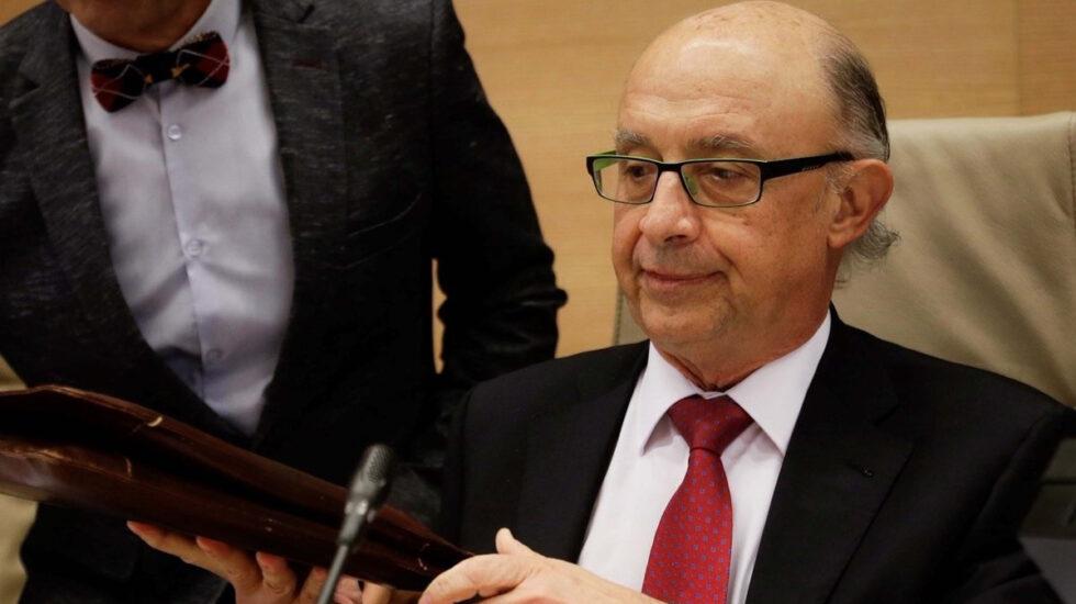 El ministro de Hacienda, Cristóbal Montoro, podría abrir la mano a recuperar jornadas de 35 horas en la Administración.