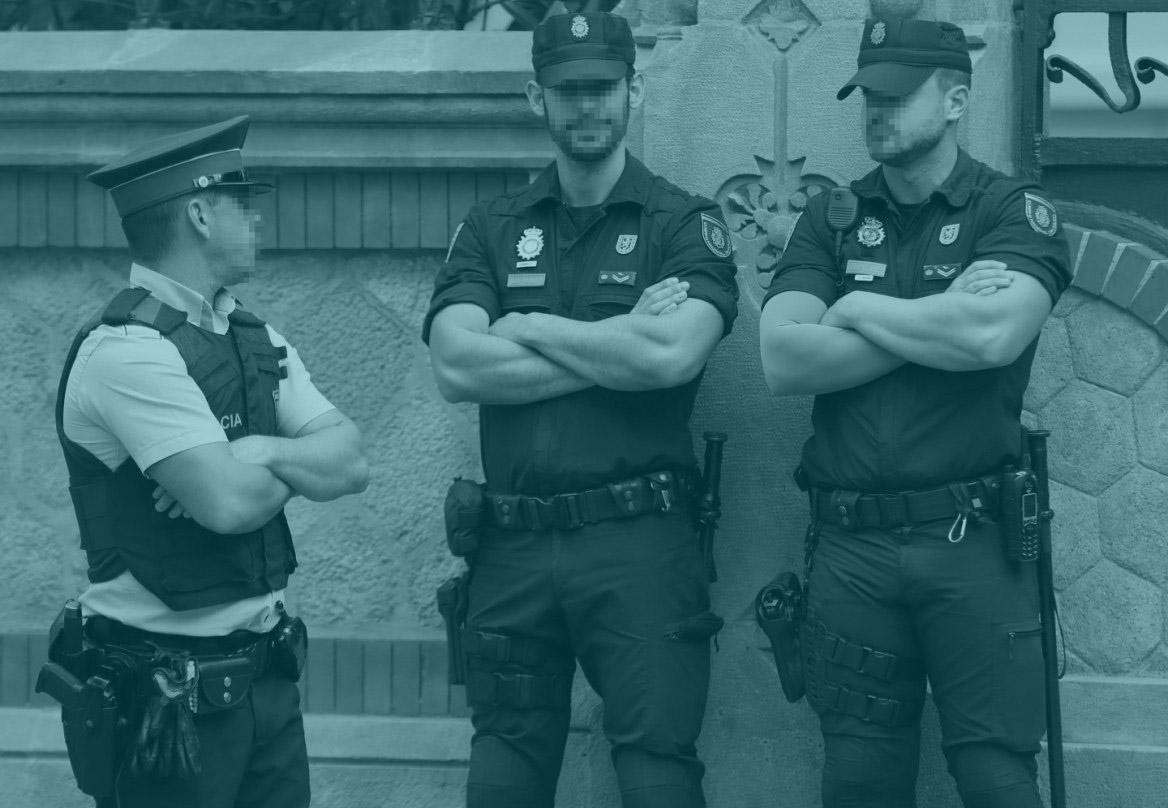 Los Mossos han espiado a políticos, activistas y periodistas, según un informe de la Policía Nacional.