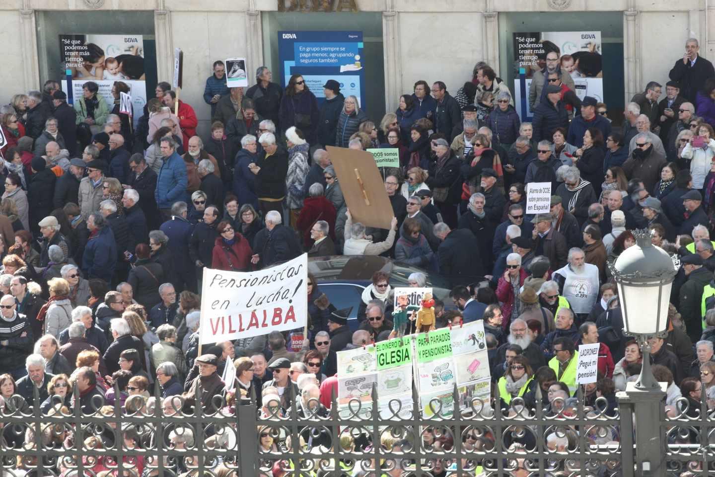Manifestación de jubilados a las puertas del Congreso de los Diputados.