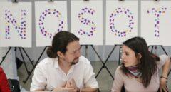 El líder de Podemos, Pablo Iglesias, junto a la portavoz parlamentaria Irene Montero, este lunes en la reunión de Rumbo 2020.