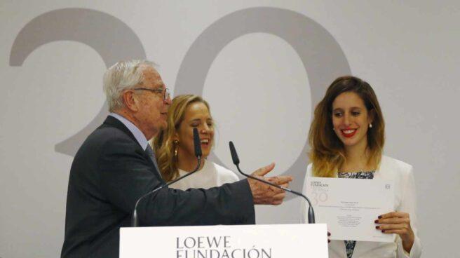 Luciana Reif recibiendo el Premio Loewe de Creación Joven 2017.