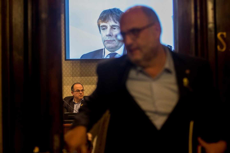 Puigdemont participa por videoconferencia en una reunión de grupo de Junts per Catalunya.