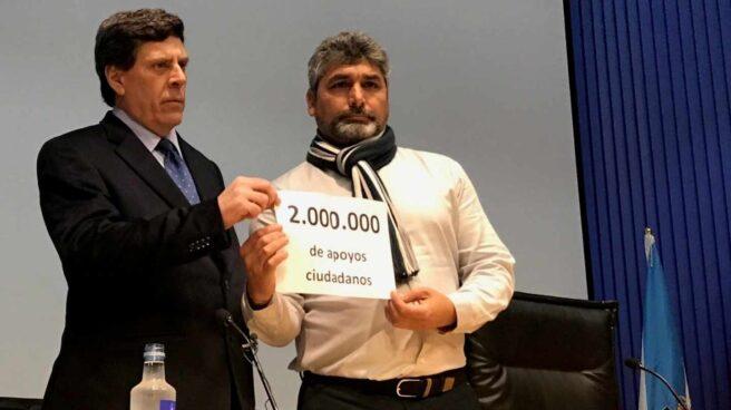 Juan Carlos Quer y Juan José Cortés, en un acto en favor del mantenimiento de la prisión permanente revisable.