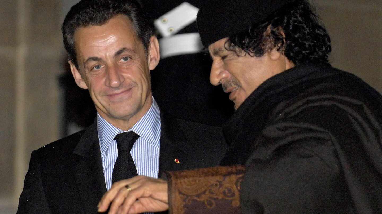Nicolas Sarkozy y Muamar Gadafi, en una imagen de archivo tomada en diciembre de 2007.