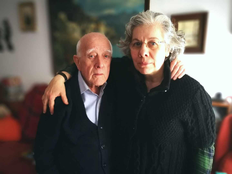Manuel Lapeña Lapeña, de 93 años, y su hija Puriicación Lapeña Garrido (60) en Zaragoza.
