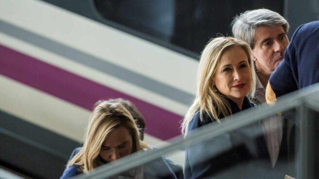 Cristina Cifuentes a su llegada a Sevilla para participar en la convención nacional del PP