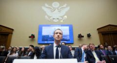 Mark Zuckerberg reconoce que sus datos también se filtraron a Cambridge Analytica