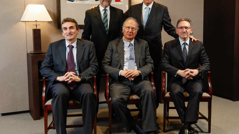 "En pie, Javier Paso e Isidro Fainé (Presidente); sentados, Marcelino Armenter (director general de CriteriaCaixa), Alejandro García Bragado y Jaume Giró (director general de la Fundación Bancaria ""la Caixa"")."
