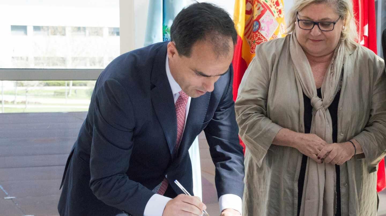 Javier Ramos y María Pilar Charro, en un acto oficial de la Universidad Rey Juan Carlos.