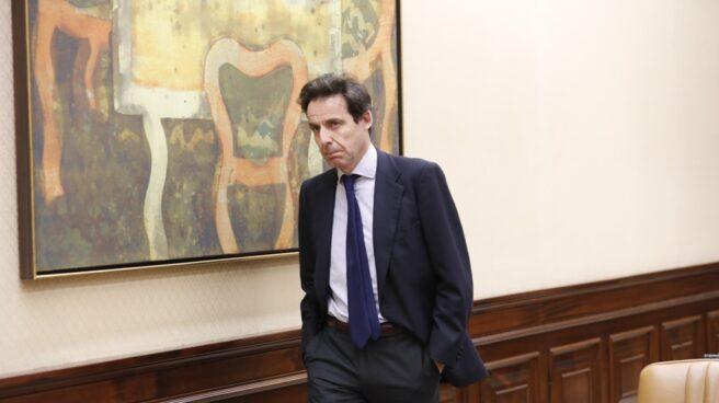 Javier López Madrid llega a la comisión del Congreso.