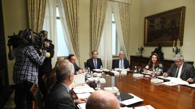 Los integrantes de la Mesa del Senado, en una de las reuniones.