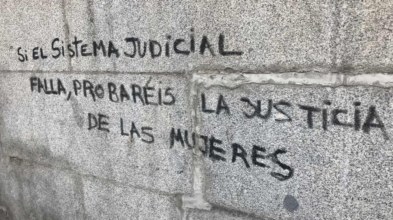 Sentencia de la Manada: pintada tras la manifestación del jueves en Madrid.