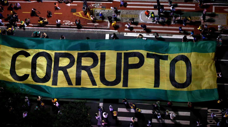 """Concentración de opositores a Lula, que le consideran un """"corrupto""""."""