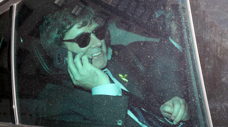 Carles Puigdemont habla por teléfono en Berlín.