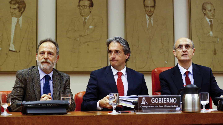 El ministro de Fomento, Iñigo de la Serna, en la comisión del Congreso de Fomento.