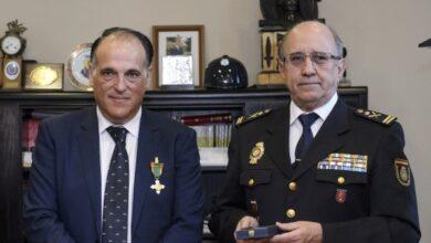 Puerta giratoria en la Policía: de 'número dos' a La Liga tras lograr una medalla pensionada
