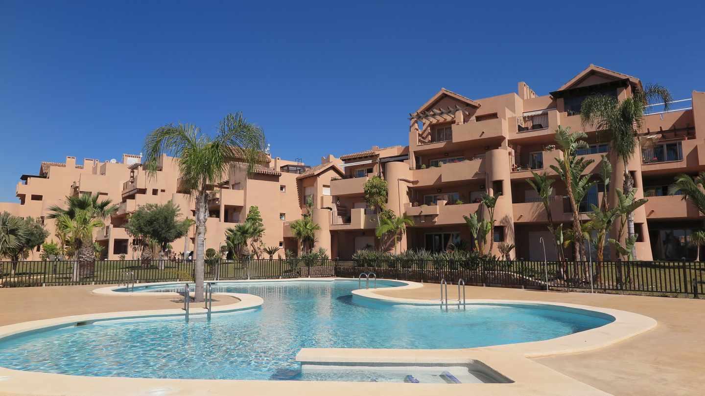 Sareb pone a la venta más de 3.300 viviendas en la costa a partir de 25.000 euros.