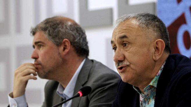 Los secretarios generales de CC.OO y UGT, Unai Sordo (i) y Pepe Álvarez, presentan los actos y manifestaciones organizados para el Primero de Mayo, una jornada que quieren centrar en la reivindicación de mejores empleos, mayores salarios, pensiones dignas y más igualdad.