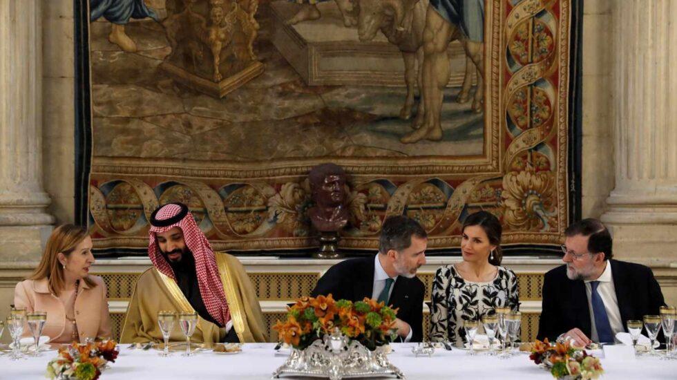 Comida en el Palacio Real: los Reyes, junto al príncipe heredero de Arabia Saudí, Mohamed bin Salmán.