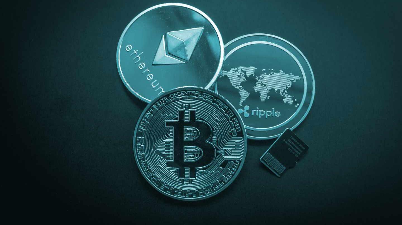 Representación de las monedas digitales bitcoin, ethereum y ripple.