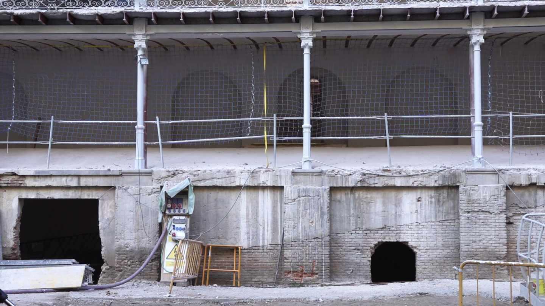 Obras en el patio del frontón Beti Jai de Madrid
