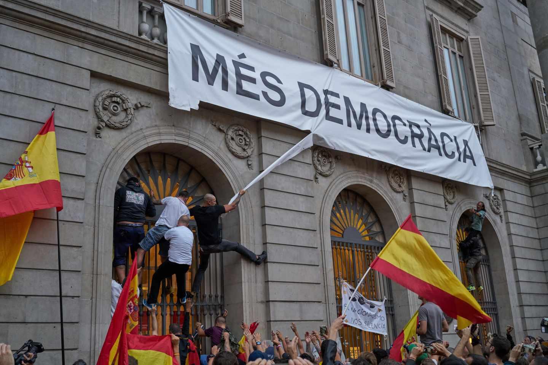 Manifestación en contra del referéndum del 1 de octubre, plaza de Sant Jaume
