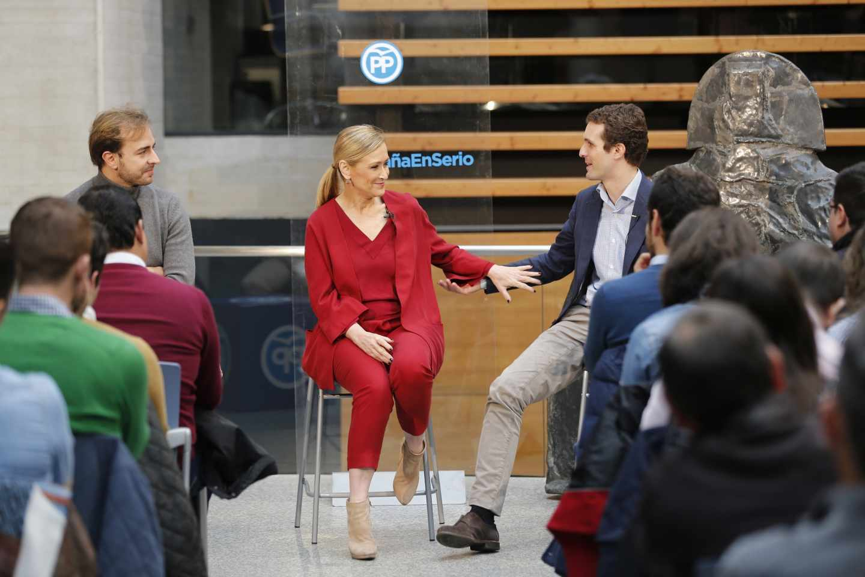 Pablo Casado y Cristina Cifuentes en un acto del PP en Ávila, en diciembre de 2015.
