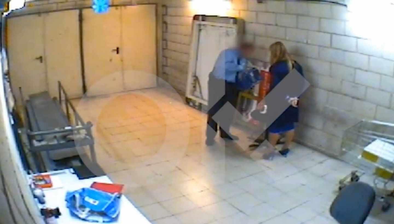 Cristina Cifuentes, ex presidenta de la Comunidad de Madrid, pillada robando en un supermercado.