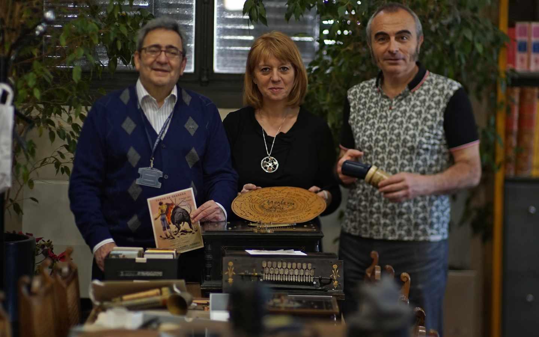 Pepe, María Jesús y Luis, parte del equipo de conservación del fondo sonoro de la BNE