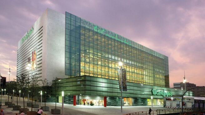 La patronal de El Corte Inglés, Ikea y Carrefour pide revisar los impuestos a las grandes superficies.