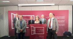 Los mediadores en la disolución de ETA, durante una comparecencia de prensa.
