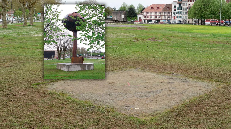 Lugar donde se encontraba la escultura con forma de hacha invertida