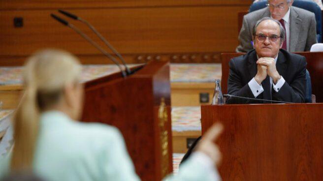 Cifuentes y Gabilondo durante una sesión en la Asamblea de Madrid